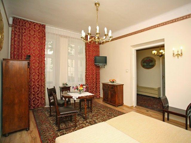 Apartament Krakowski XVII położony w zabytkowej dzielnicy Kazimierz pozwoli poznać uroki Krakowa w samym jego sercu.  http://krakowforfun.com/pl/4/apartamenty/krakowski-xvii