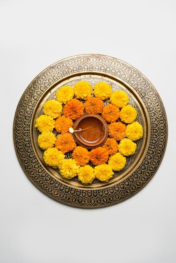 Flower Rangoli For Diwali Or Pongal Or Onam Made Using Marigold Or Zendu Flowers Affiliate Marigold Onam In 2020 Red Rose Petals Flower Rangoli Marigold Flower