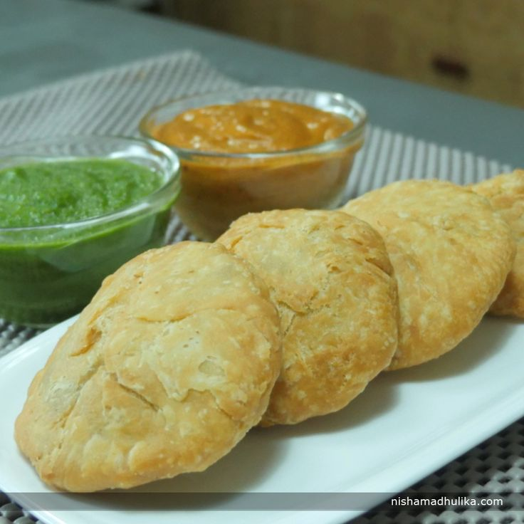 Urad dal kachoris are one the most relished food in Northern India.These kachoris makes an amazing snack along with steaming hot cup of tea or coffee and is very easy to prepare at home. Recipe in English - http://indiangoodfood.com/1713-urad-dal-kachori-recipe.html (copy and paste link into browser)  Recipe in Hindi - http://nishamadhulika.com/1438-khasta-kachori-recipe.html (copy and paste link into browser)
