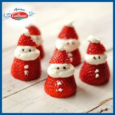 Kerstmannetjes van aardbeien en ricotta