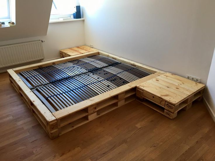 567 best images about diy in outdoor beds on pinterest for Pallet bed frame with side tables