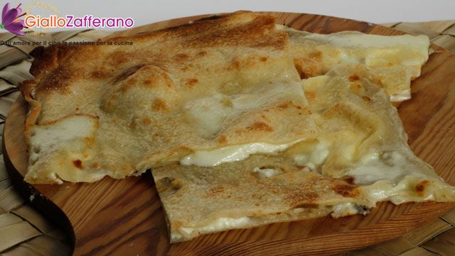 domani proverò questa ricettina: focaccia col formaggio (di Recco)