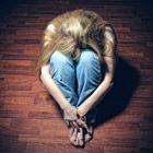 Liefdesverdriet is een vreselijk gevoel, het doet zelfs pijn van binnen. Je hebt nergens meer zin in, je voelt een grote leegte van binnen, de grond z...