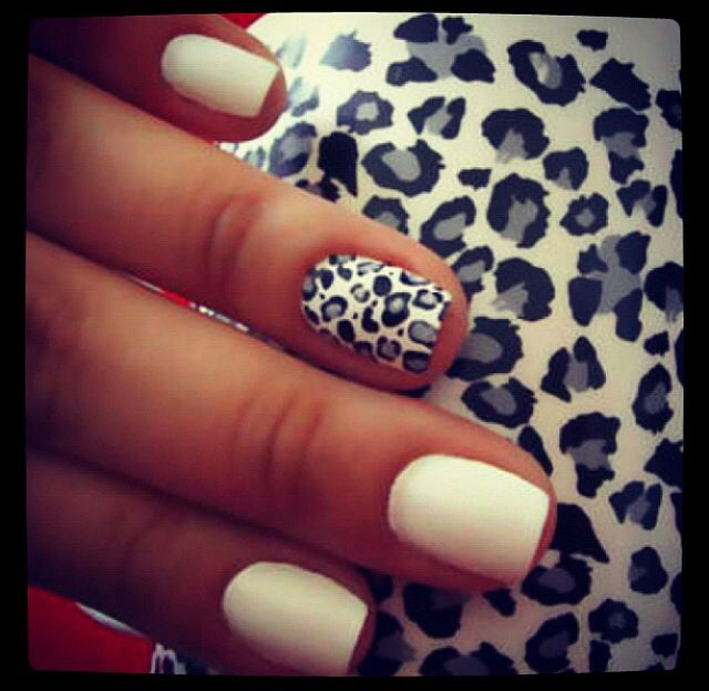 Would LOVE to be able to do this cheetah design on my nails! So cute :)