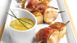 Mini-brochettes de poulet au prosciutto et à la poire