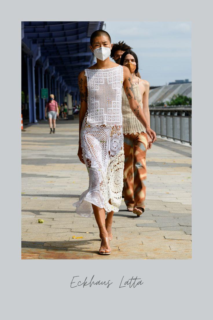 La última pasarela de Eckhaus Latta dejó ver estilos bohemios. ¡Pasa a conocer! Eckhaus Latta, Estilo Hippy, Hippy Chic, Vogue, Floral, High Low, Outfits, Dresses, Fashion