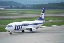 Image issue du site Web https://upload.wikimedia.org/wikipedia/commons/3/3d/LOT_Polish_Airlines_Boeing_737-400%3B_SP-LLF@ZRH%3B01.06.1997_(8370110840).jpg