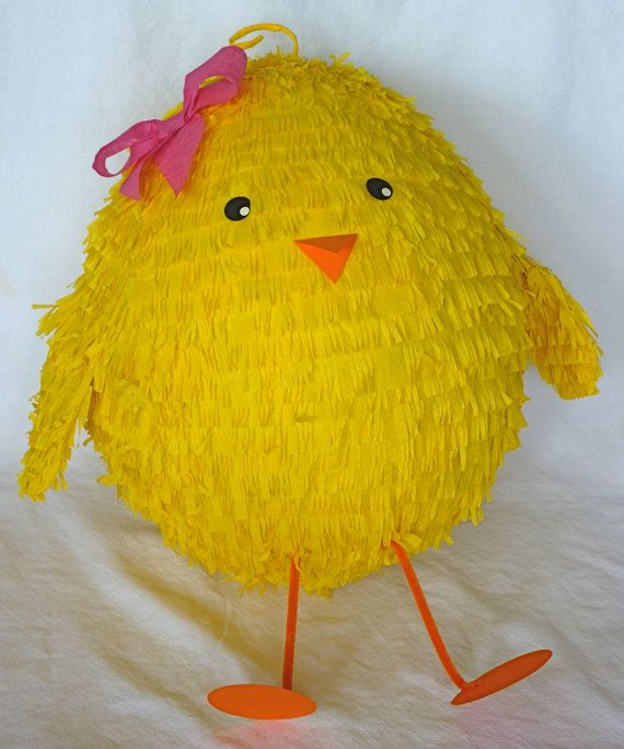 Piñata: pollito amarillo con lazo   -   Piñata: Yellow Chick with a Bow
