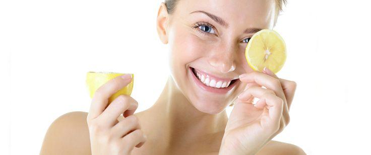 Statt Wunder-Elixieren und Cremes, kannst du mit deiner Ernährung für gesunde Haut und Haare sorgen: Skin-Foods machen dich schon innen heraus schön!