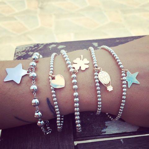 Bracciali in argento romantici, delicati e super glamour lavorati a mani in Italia. Per sognare con semplicità.
