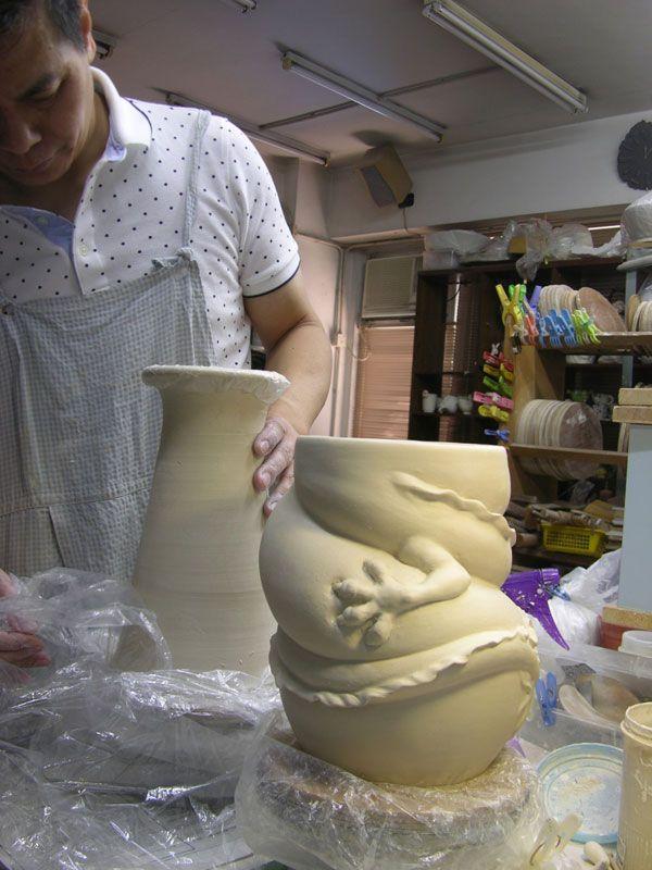 dragon strangling ceramic vase by johnson tsang (3)