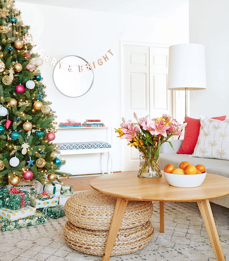 A copper garland trumpets the merry and bright mood for the holiday brunch that homeowner and Style at Home design editor Morgan Lindsay hosts for her girlfriends. | Image: Stacey Brandford | Designer: Morgan Lindsay | #StyleAtHome #Entertaining #HolidayHome #Christmas