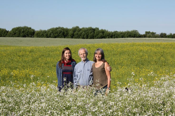 Smiling faces in a beautiful organic alfalfa field! Mumm's Sprouting Seeds, a National Supporter Organic Week 2014!