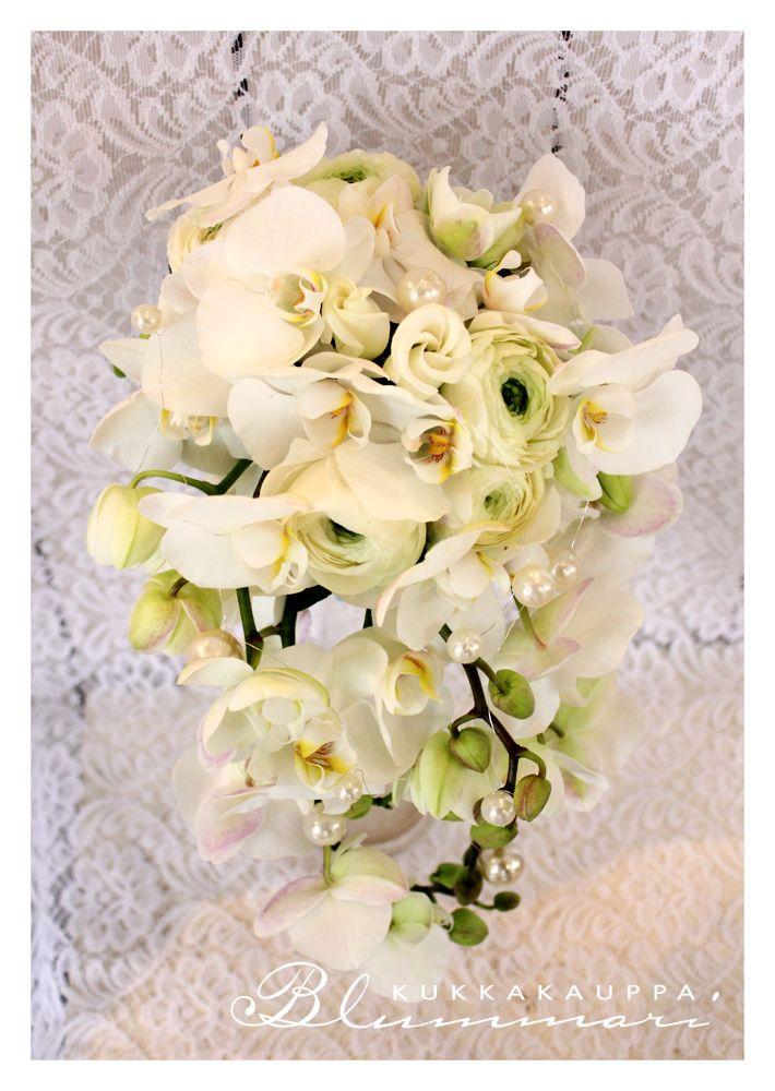 Upea valkoinen orkideapisara