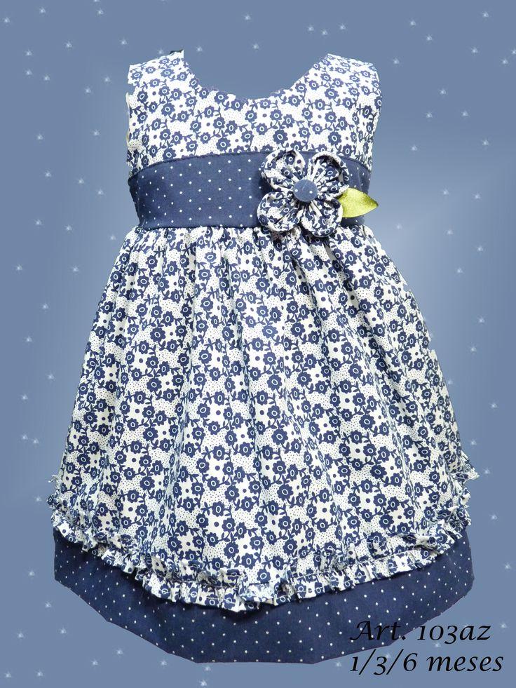 Vestido sin manga, Mini Beba en Poplin floreado con recortes en poplin puntille, volado en pollera y aplique de flor. Talle 1 / 3 meses.