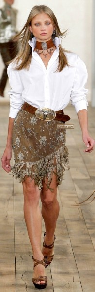 Classic white shirt: paired with beaded fringe skirt