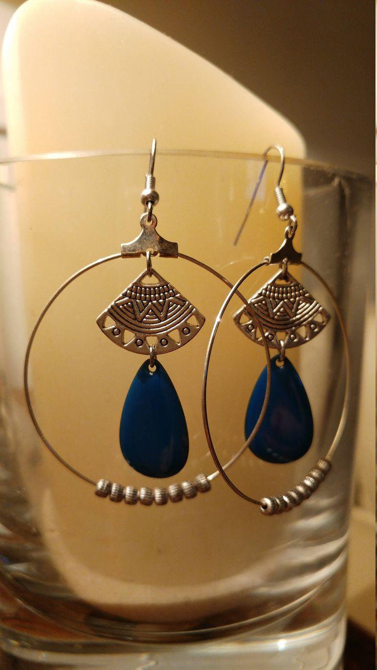 Paire de boucles d'oreilles - créoles - argentées - ethnique - perle bleue - DIY - fait main - idée cadeau femme 12,90 euros sur https://www.etsy.com/fr/shop/LesBijouxDeJust