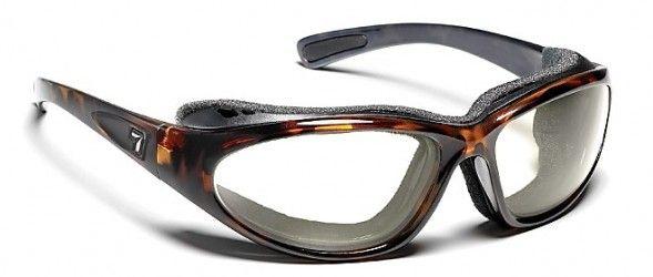 BORA: Utilizan los últimos avances tecnológicos, para poder adaptar lentes graduados, sobre modelos de gafas deportivas con un look base externa + 8.00 envolvente y hermética, especial para la práctica deportiva y actividades al aire libre. Lentes solares de alta gama y prestaciones Trivex (NXT): PRINCIPALES VENTAJAS, Ligereza y calidad óptica