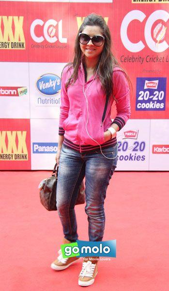 Sonalee Kulkarni at the Launch of 'Celebrity Cricket League' in Mumbai