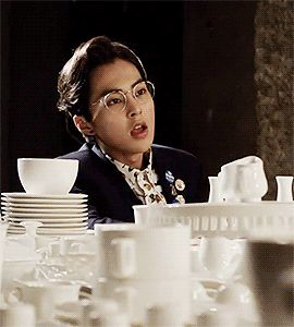 Xiumin with glasses dayunm!!! He might be my next sugardaddy. Lol no i mean...