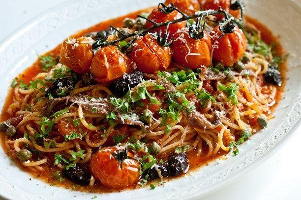 Spaghetti alla puttanesca. Foto: Tomas Tengby/Meny i P1