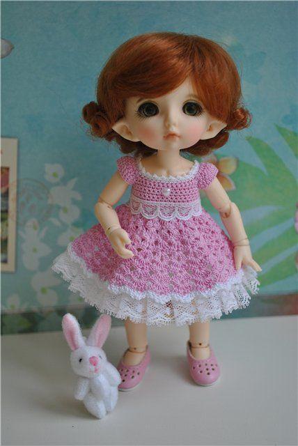 Doll Olesya and photo belong oksatow.  Hand made dress by me )