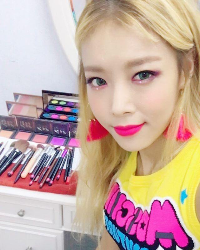 "Yubin wonder girls instagram update ""#urbandecay #어반디케이"""