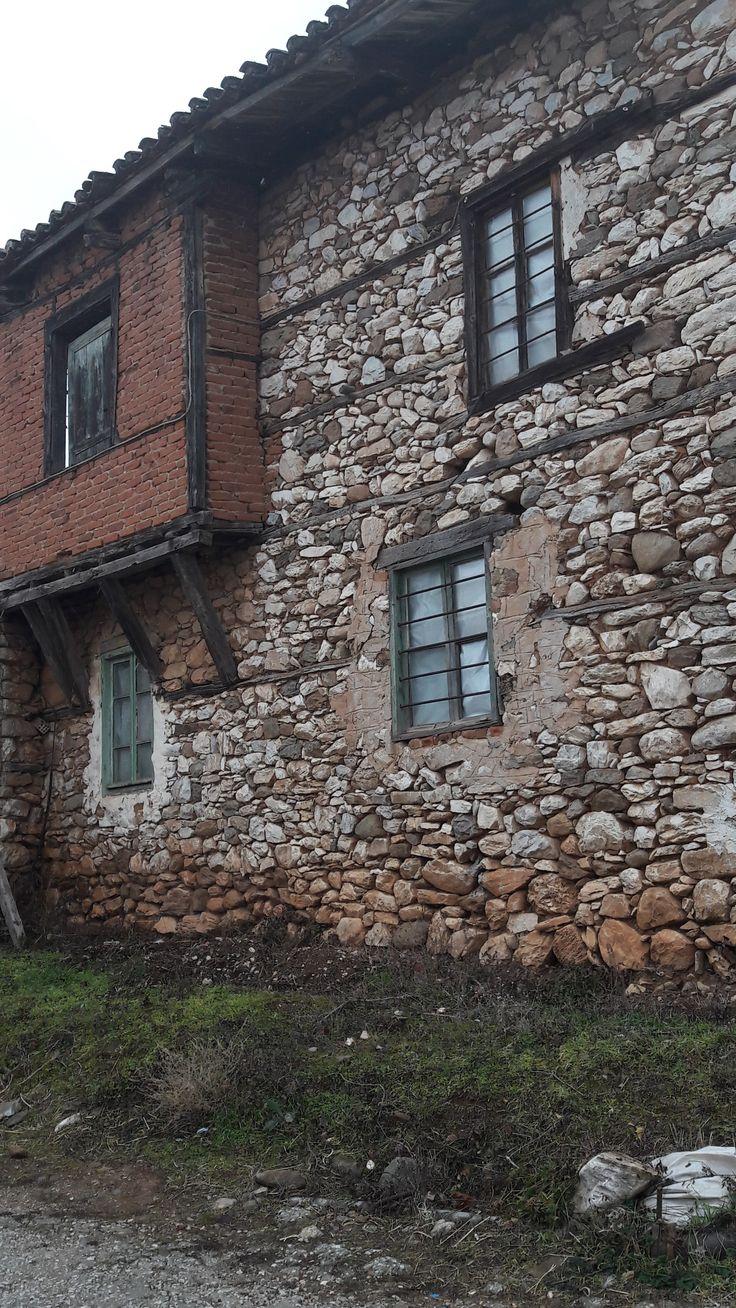 Μικρόπολη . πέτρινο σπίτι - Old stone house