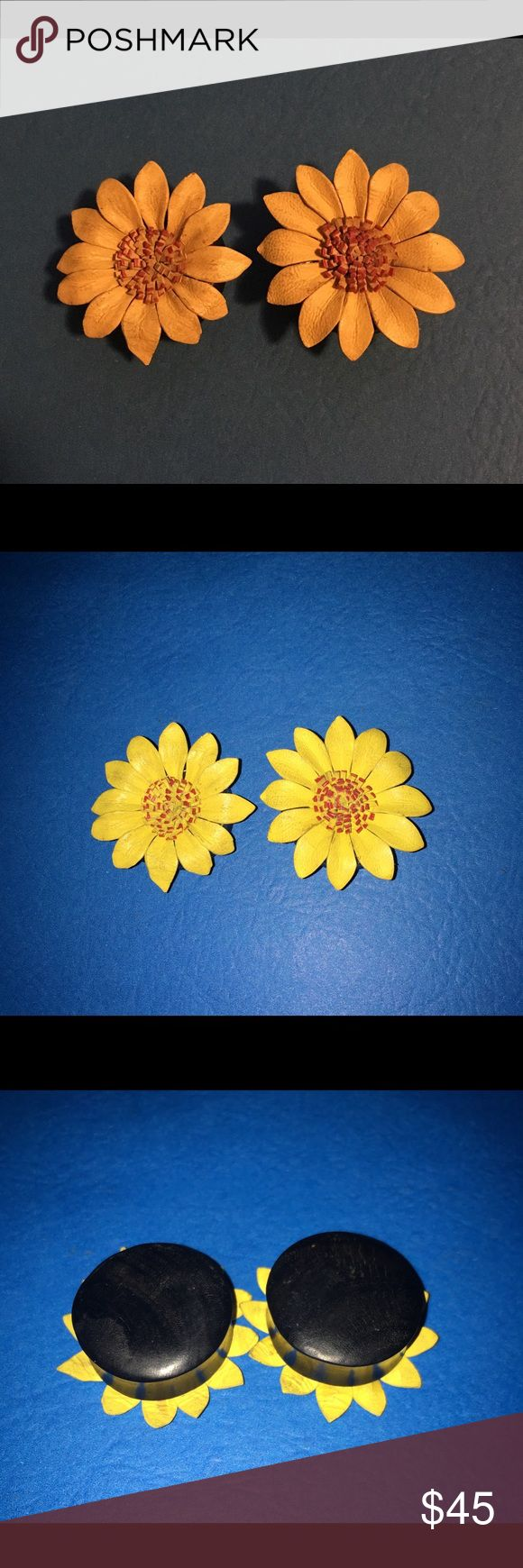 BRAND NEW 1 inch(25mm) sunflower Ear plugs/gauges Brand new 1 inch (25mm) Leather sunflower ear plugs/gauges. Order it from online but they gave me the wrong size, was supposed to be 1 1/4th inch but fits more like an 1 inch. Was it ok much of a hassle to send back for a refund. 100% brand new plug your holes Jewelry Earrings
