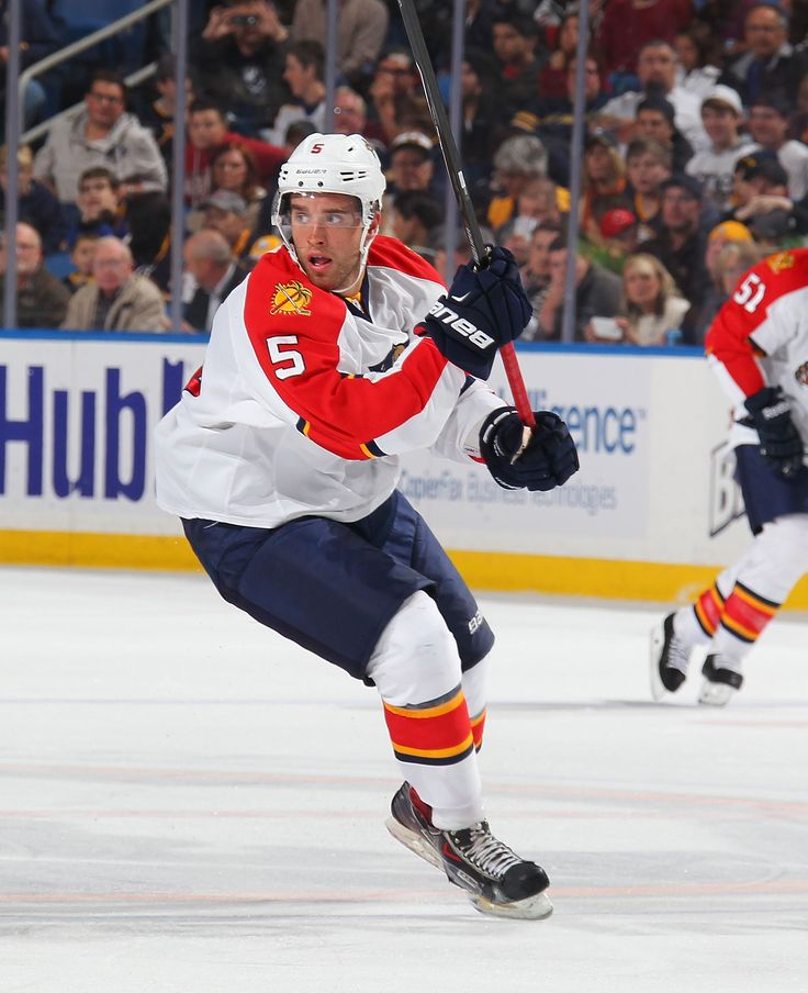 This week FloridaPanthers.com takes a look at the play of rookie Aaron Ekblad, the Florida Panthers Defense and Goaltending and the battle for the Western Conference.