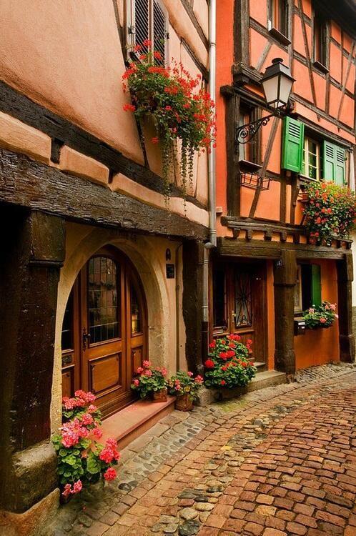 アルザス地方コルマールの石畳の通り - フランス