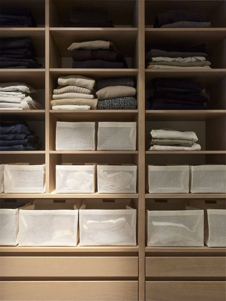 Woodnotes Box Zone containers offer many ways to store goods in the home. Accessories are made with Plain 100% paper yarn fabric. Col. white. Storage. Dress room.