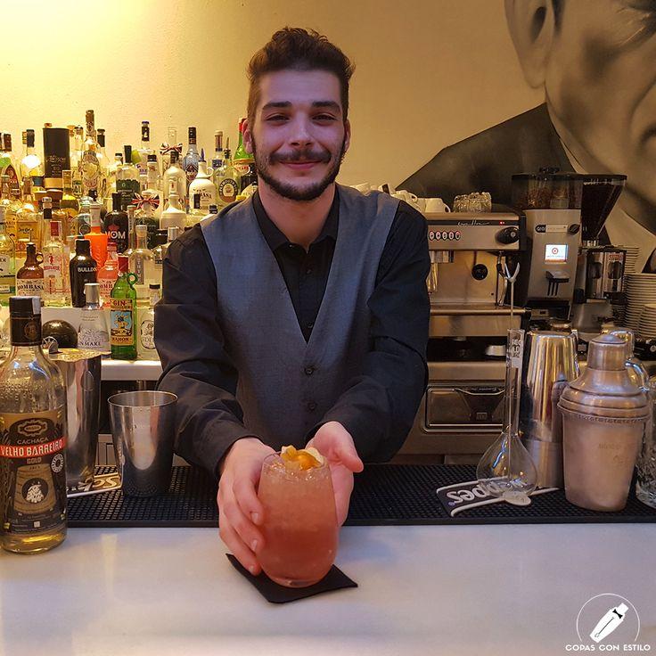 """El cuerpo nos pedía cachaça… y el gran bartender Gabriel Herzog nos preparó este sabroso cóctel """"Lampone Fina"""".    #CopasConEstilo #Bartender #Cocktail #Coctelería #Cóctel #Cócteles #Madrid"""