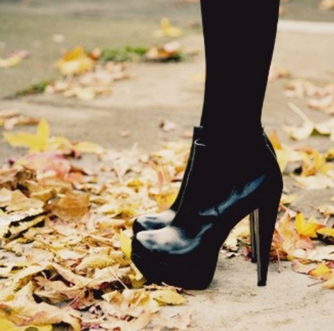 I love fall, if only for the dark tights and boots I get to wear.