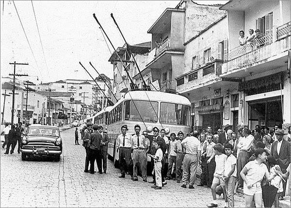 17 de fevereiro de 1966 - Inauguração da primeira linha de trólebus Jardim São Paulo que circulava pela Avenida Leôncio de Magalhães.