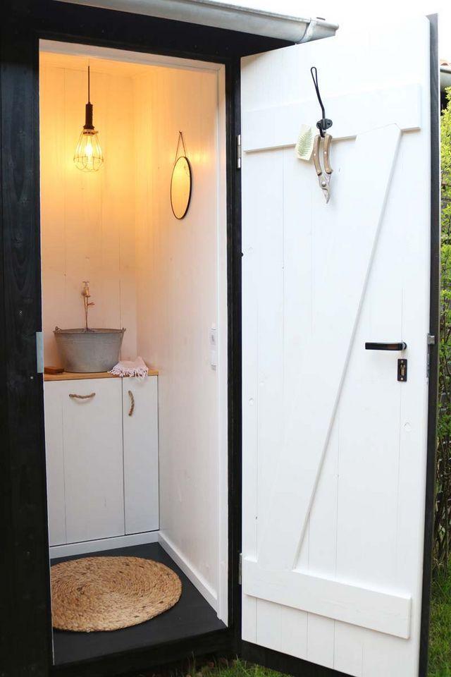 Unsere Toilette Im Schrebergarten Frau Meise Bloglovin In 2020 Schrebergarten Gartentoilette Strebergarten