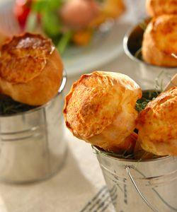 チーズポップオーバー アメリカ発祥のポップオーバー。混ぜて焼くだけ!簡単なので朝ごはんにもいいですね♪お好みの具材を挟んで食べるとアレンジも広がりますよ!