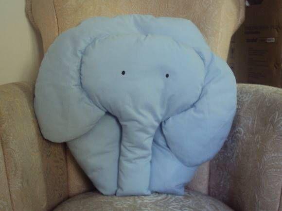 Linda almofada em formato de elefante que vai deixar o ambiente alegre e diferente. Escolha a cor e procuraremos atende-lo da melhor forma possível. R$ 49,00