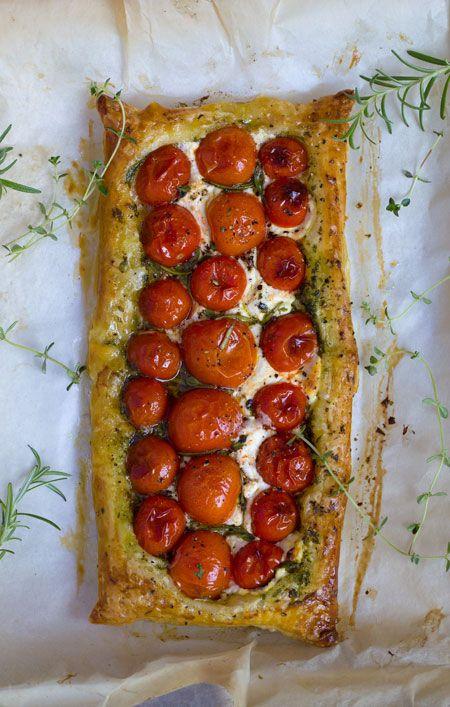 tomatitos y queso de cabra con hojaldre