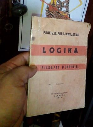 Logika filsafat berpikir prof .I.r.poedjawijatna buku antik 1980