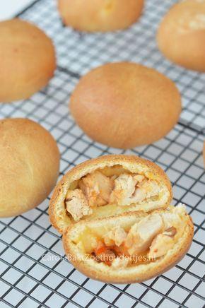 Broodje kipfilet recept. Lekker pittige kip met een deeg van Brabantse worstenbroodjes. Chicken sandwich, the Dutch way.