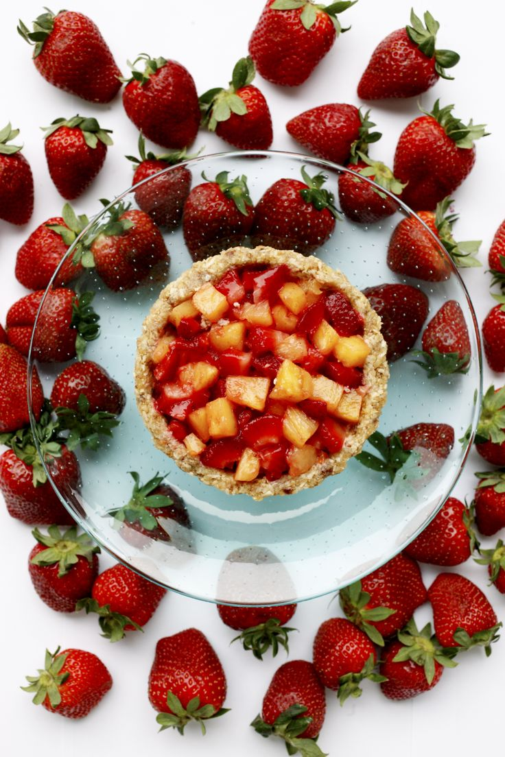 Pineapple strawberry cake/Ananas-mansikkakakku