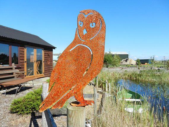 Rusty Metal Barn Owl Garden decor / Rusty Owl / Rusty Metal