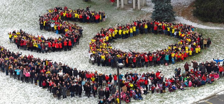 "On Nov. 26, nearly 1000 U of G students, staff and faculty met on Johnston Green to form a human ""50"" for the University's anniversary in 2014."