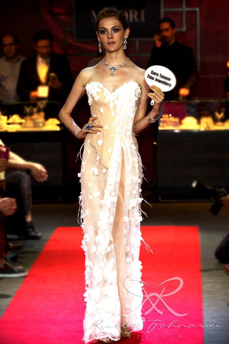 #lace #tulle #couture #fashion #hautecouture #fashionshow #promdress #cocktail #dress #redcarpet #glam #gala #glamour #glamorous #look #redcarpetlook #redcarpetfashion #ruslytjohnardi #ruslytjohnardiatelier #makeup #cledepeau #hairdo #actionhairsalon #fashionideas #outfit #fashioninspiration #fashiondesigner #fashiondesign #singapore #white