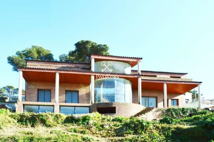 Great location & great investment House for sale in Barcelona, in the beautiful neighborhood of Sarriá - St Gervasi  More info>> goo.gl/upJxhY www.twokeys.es   info@twokeys.es   ☎ 936 39 52 94