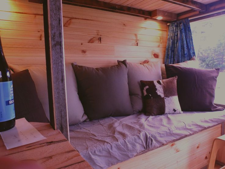 Welcome to this secluded Tiny House on a sheep farm! An ideal place to relax, recharge and have a look around. Inside is a potbelly heater, loft bed and couch. Outside is a shower, toilet, kitchen, sheep and beautiful views.