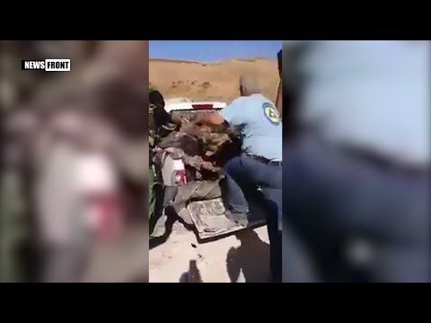 [21+] «Белые каски» участвуют в обезглавливании солдат армии Сирии. В видео присутствую кадры, которые могут повредить психику — [21+]  «Мирная и независимая» организация «Белые каски» участвует в обезглавливании трупов солдат сирийской армии у базы ПВО в пригороде Даръа.  По сути «Белые каски» ничем не отличаются от террористов запрещенной в Российской Федерации организации ИГИЛ. Преступники должны быть наказаны, как и их спонсоры.