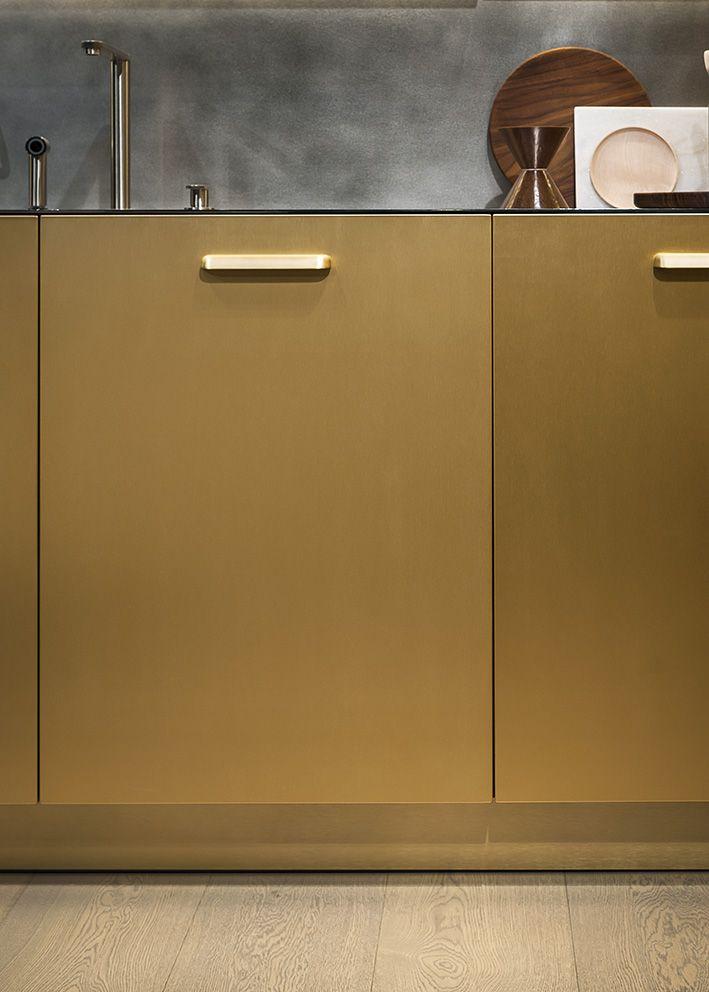 Maxima 2.2 Steel Ottonato, Shell champagne handle @ Cesar flagship store in #Milano - Photo © Andrea Ferrari