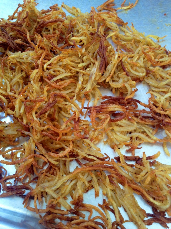 Oven Baked Hashbrowns Preheat oven and pans 425, shred potatos, rinse in cold water until water is clear, season with salt and squeeze water out of potatoes thoroughly, add paprika, pepper, and EVOO, mix, spread out on preheated pans, bake approx. 30 minutes.